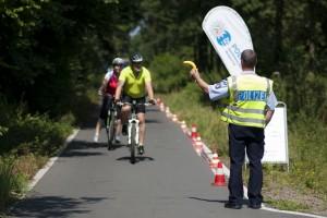 Die Polizei lädt zu einer kleinen Stärkung in Form einer Banane ein (Foto: Tim Keller)
