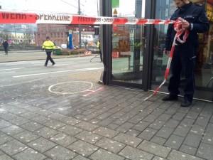Polizei sperrt die Unfallstelle ab (Foto: René Gunst)