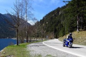 Sicher mit dem Motorrad unterwegs (Foto: Helm Express)