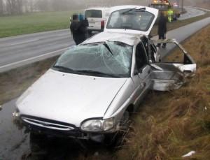 Schwer beschädigter Ford (Foto Polizei NRW)